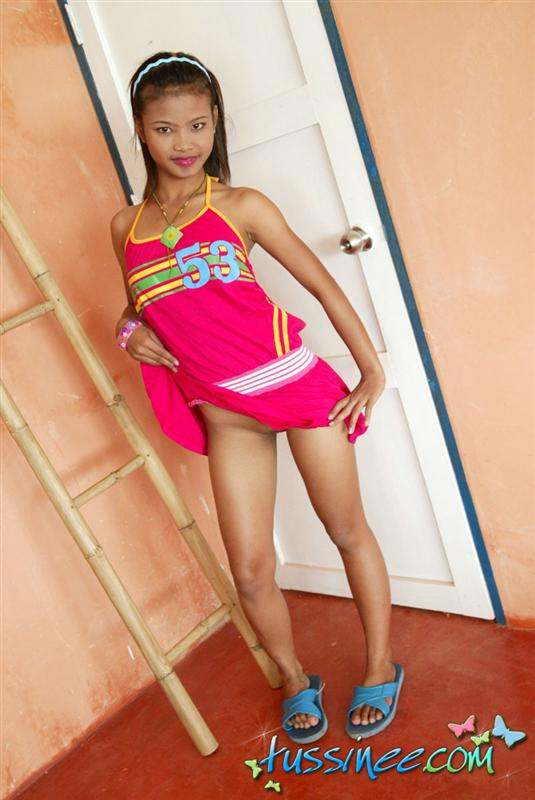 Amazing body teen shows her attributes 8