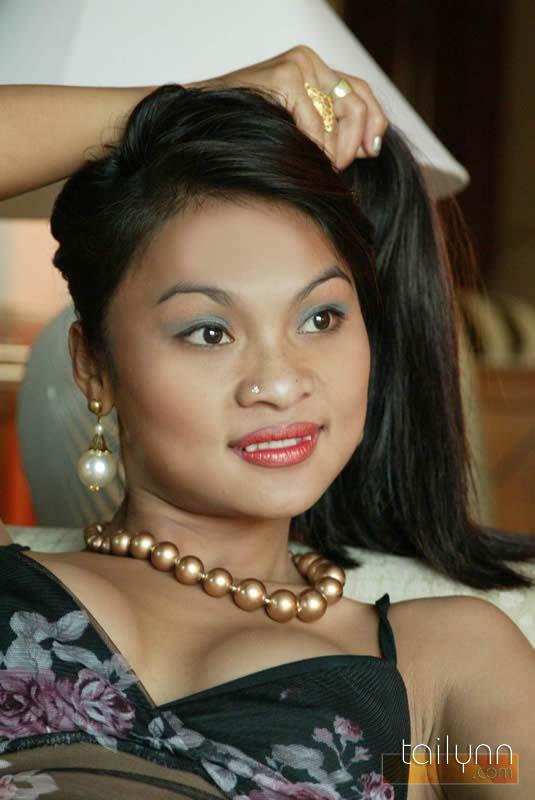 tailynn     thailand s 20 year old body petite fashion model